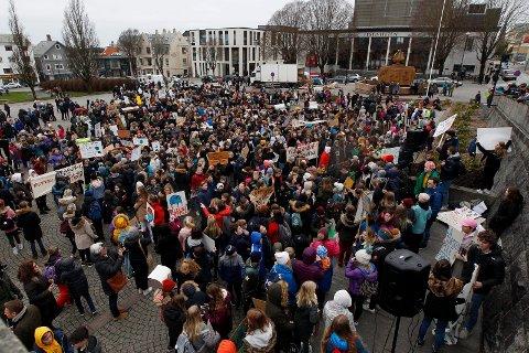 Slik så det ut sist elevene streiket på Rådhusplassen 22. mars.