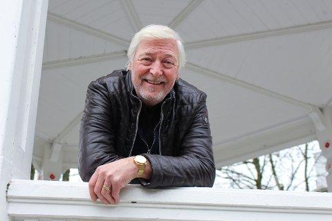 FESTIVITETEN:  Lasse Pedersen har med seg flere musikere når han kommer til Festiviteten fredag.