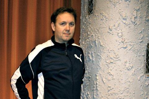 TEATER: Niels Petter Solberg har manus og regi på stykket «Hets» på Hemmingstad kultursenter.