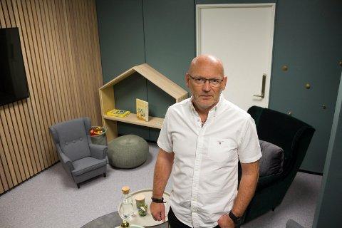 BER FOLK MELDE FRA: Barnevernsleder Jakob Bråtå er glad for at folk som lever tett på barn i Karmøy melder fra til barnevernet hvis ting ikke er på stell.
