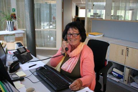 SLUTTAR ETTER 38 ÅR: Marit S. Berge sluttar å svara på telefonane til Vindafjord kommune 31. juni - då skal ho spela torader.