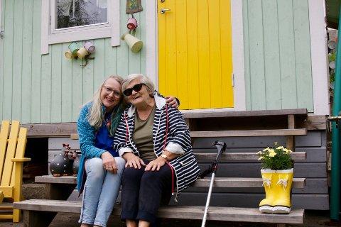 GODT SAMHOLD: Anne Sæberg Gudbrandsen og Sigrunn Ristesund trives godt i Haugesund kolonihage.