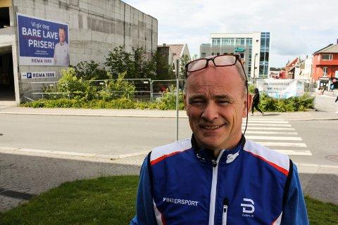 Harald Fagerland er eier og driver av Intersport i Haugesund. Han har ventet i mange år på at det skal skje noe på nabotomten i vest.