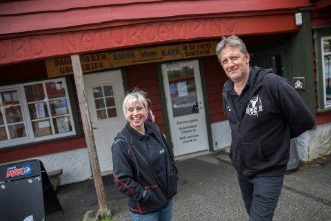 INVESTERER: Eierne av Grindafjord Camping Veronika Digernes og Kenneth Jensen gjør nye investeringer for å trekke turister til campingplassen denne sesongen.