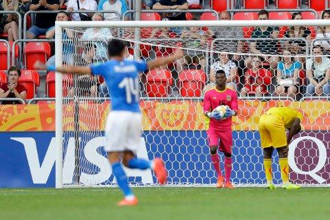 DEPPER: Her har Ibrahima Koné akkurat scoret selvmål.