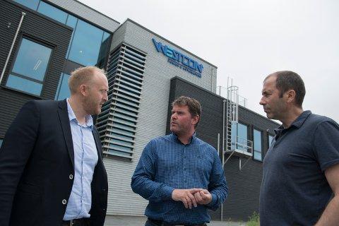 Daglig leder Willie Wågen i Sustainable Energy, daglig leder Gunvald Mortvedt og prosjektleder Pål G. Eide i Westcon Power & Automation.