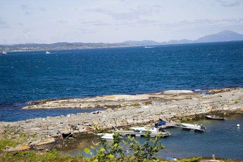 TIL SALGS: Denne moloen til Terneholmen ved Lyngholmen i Sveio skal selges som en del av avhendingen av tidligere fiskerihavner.