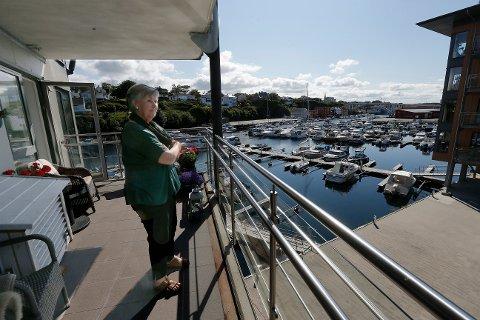 Eva Nordskog får ikke solgt leiligheten sin ved Haugesjøen Brygge, og innrømmer at hun gjerne kune vært mer optimistisk.