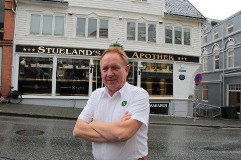 EIER: Arvid Stueland eier Stuelands Abothek i Strandgata. Kona Magdalena er daglig leder.