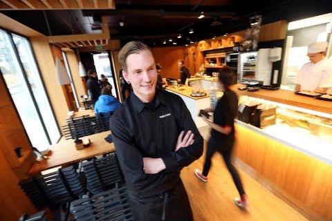 GÅR GODT: Håvard Jensen Jakobsen og Sabi Sushi-restauranten i Haugesund kan vise til solid omsetning og overskudd i fjor.