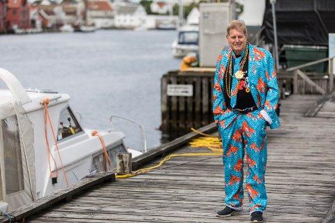 Bjarne Dankel er godt fornøyd med gjennomføringen av årets Sildajazz. Her er han kledd opp for Street paraden lørdag.