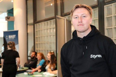 GJØR EN JOBB:Kim-Eirik Olsen Skjervold er fadder for nye studenter ved HVL.