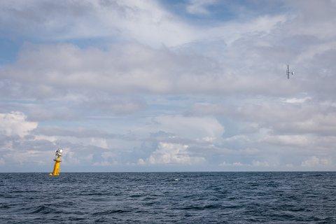 TEST: Makanis energidrage flyr i bane rundt sin flytende plattform. Vindkraftsystemet ble testet for første gang utenfor Sør-Karmøy forrige uke.