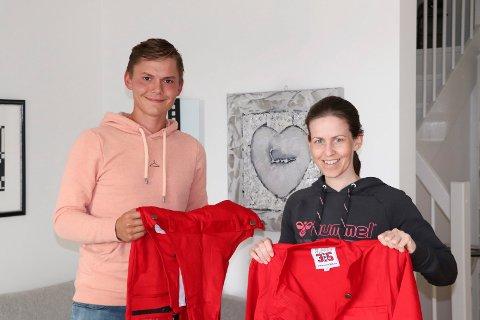 NY BRANSJE: Simen Helgesen (21) og Aina Størksen (42) skal begynne å selge russeklær gjennom selskapet Russ365, som de kjøpte i april.