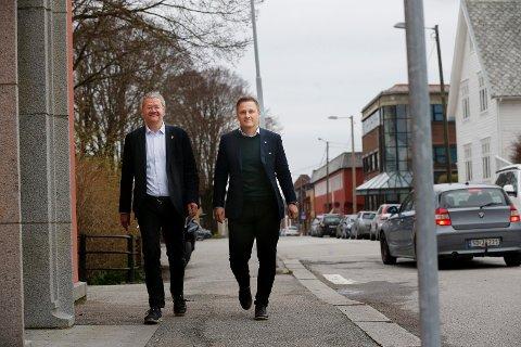 FORSKJELLIG TILNÆRMING: Høyres Harald Larssen Lønning liker tankene til byantikvaren, og utelukker ikke at kommunen kan være med på investering. Ordfører Arne-Christian Mohn setter sin lit til at Riksantikvaren skal stoppe forfallet av Kolbeinsen-sjøhusene.