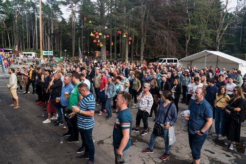 Publikumet til Erlend Ropstad på Vangenfestivalen i 2019. Brakstad står for skjenking. Arrangøren har forsøkt å få skjenkebevilling selv. Politisk flertall vil ikke åpne for den muligheten.