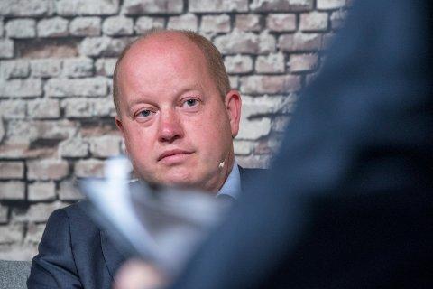 KOMMER MED BRANNFAKKEL: Tidligere varaordfører i Tysvær, Ola Apeland (H).