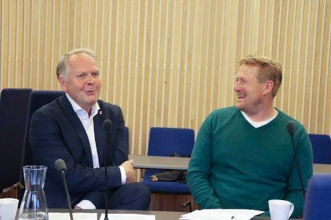 PARTNERBYTTE: Onsdag kunne Sigmund Lier (Ap) fortelle at han fortsetter som ordfører i neste periode, med Sven Ivar Dybdal (Sp) som varaordfører.