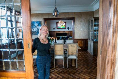 MANGE PROSJEKTER: Kort tid etter at familien Hellesen hadde overtatt den gamle villaen på Hemmingstad gård i Haugesund, inviterte Unni Hellesen inn på visning. Planene for huset var mange og store, og selv om mye er gjort, gjenstår det fortsatt mer enn nok arbeid til nye eiere.