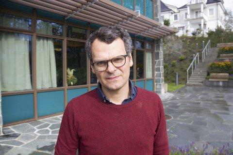BIBLIOTEKET:  Lørdag kan du få med deg en rekke foredrag under Øyo-festivalen der Alf H. Aronsen er festivalsjef.