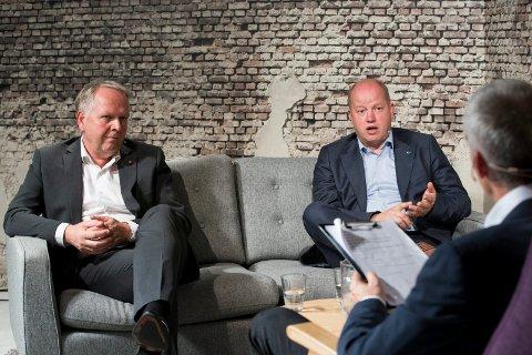 KONFLIKT: Ordfører Sigmund Lier (t.v) får krass kritikk fra Ola S. Apeland (H) (til høyre).