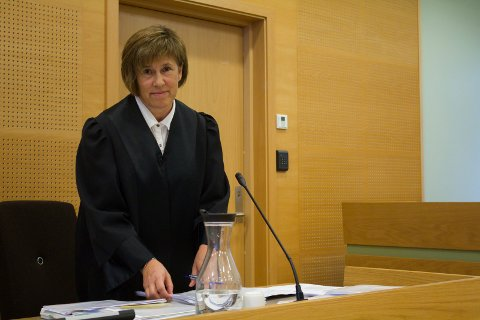 BA OM FENGSEL: Politiadvokat og aktor, Elin Kongestøl, ba i retten tirsdag om at de tre tiltalte dømmes til fengsel i ett år og tre måneder.