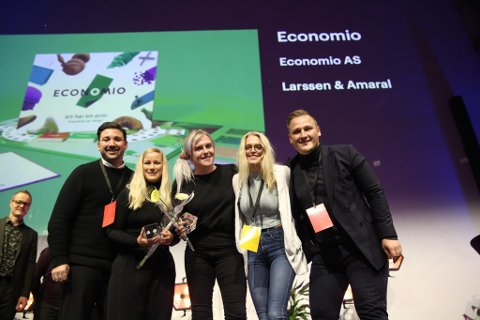 Larssen & Amaral ble tildelt to DOGA-merker onsdag. Fra venstre: Eric Amaral Rohter, Cecilie Larssen Lønning, Karoline Kolstø, Cordelia Kolstø, Harald Larssen Lønning.
