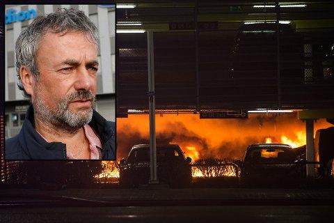 Det antas tirsdag kveld at flere hundre biler er ødelagt i brannen. Arne Utviks bil står i samme p-hus.