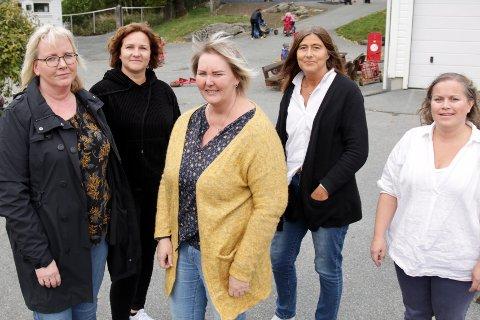 BEKYMRET: Private barnehagers landsforbunds lokallag i Haugesund frykter at barnehager må stenge om regjeringen kutter flere tilskudd. Fra venstre: Elin Bauge-Dybdahl, Siv Helen Angelund, Randi Johansen, Merete Aase og Kjersti Steine Mo.