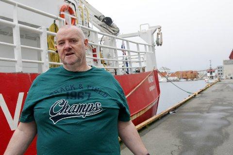 FÅR IKKE FORLATE HAUGESUND: Erling Omar Erlingsson er kaptein på skipet «Nord» som holdes igjen i Haugesund av Sjøfartsdirektoratet. Men selv om skipet må bli igjen, har Erlingsson nå reist fra byen.