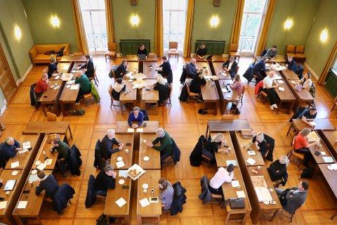 MØTE PÅ TVERS: Ulike aktører fra mange bransjer jakter på løsninger for Haugesund sentrums vekstmulighet og framtid.