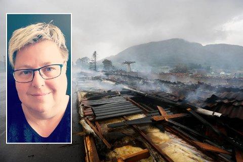 LETTA: Styreleiar Janne Urdal Aursland (innfelt) i Vindafjordhallen A/S er letta over at KLP er dømt til å betala ut full erstatning etter brannen i Vindafjordhallen. Hallen brant ned 2. juli 2019.