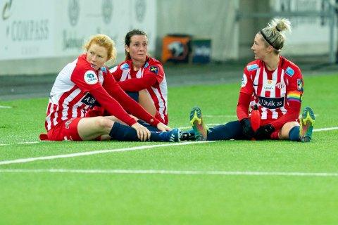 MÅ DE VENTE IGJEN: Avaldsne-spillerne Clare Polkinghorne (f.v) Julia Molin og Robyn Elizabeth Decker etter semifinaletapet mot Vålerenga nylig.