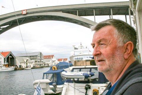 AVLYSER LØRDAGSJAZZ: Per Arne LIndvik er styreleder i Sildajazzens venner og kan se langt etter flere konserter dette året under Lørdagsjazz.