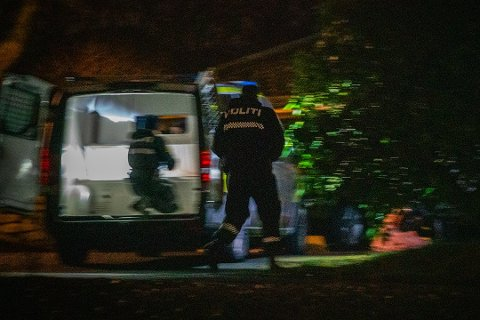 RANSAKET BOLIG: Politiet jobbet lenge på ei adresse på Karmøy.