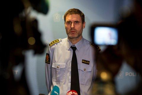 INFORMERTE: Politiadvokat Fredrik Soma på pressekonferansen.