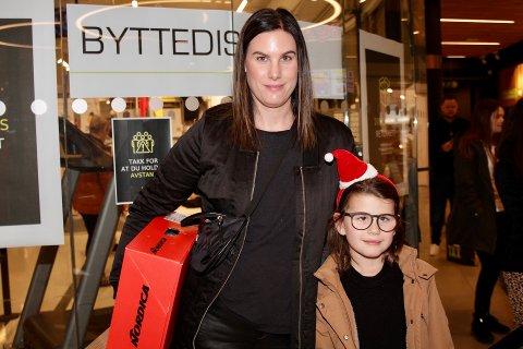 OVERRASKET AV KØEN: – Vi tenkte å være tidlig ute for å slippe kø, forteller Astrid Ferkingstad Sundfør og datteren Lilly som skal bytte slalåmstøvler på XXL.