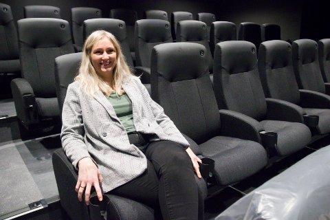 ÅPENT: Aina Sævik Olsen, kinosjef på Karmøy Kino, gleder seg til å holde åpent på nasjonaldagen.