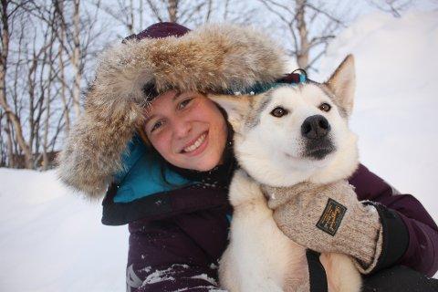 GÅR FOR OPPLEVELSER: Oda Ramsdal og hunden Bamba deltok nylig i Femundløpet.
