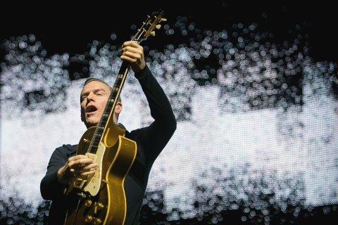 Mandag var det fremdeles duket for Bryan Adams-konsert i Oslo Spektrum, til tross for det som skjedde med Stavanger-konserten dagen etter. Foto: AP  NTB kultur
