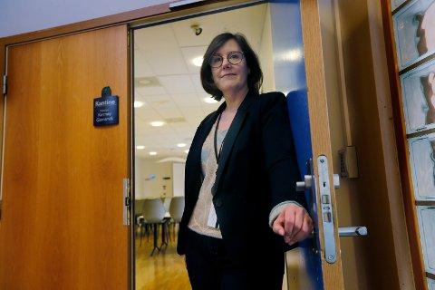 STRØM: Gunn Margareth Lassesen i Haugaland Kraft forteller at folk er begynt å ta kontakt angående høye strømregninger.
