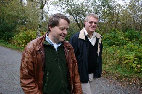 FORLIKTE I 2005: Olav F. Knutsen (t.h.) og John F. Knutsen  fotografert under arvestriden i 2005. I retten fredag ønsket de ikke å la seg fotografere.