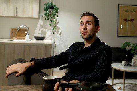 «IKKE DEJLIG»: Benjamin Hansen er ikke fornøyd med hvordan FKH har håndtert permitteringssaken. - Jeg synes det er underlig, sier han.