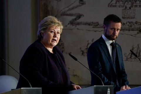Statsminister Erna Solberg (H) og helse- og omsorgsminister Bent Høie (H) orienterte tirsdag om det videre arbeidet med å håndtere koronavirusutbruddet i Norge. Foto: Heiko Junge / NTB scanpix