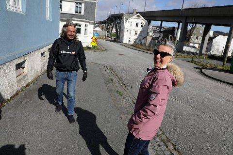 Haugesund 1604 20120 En rundtur på Risøy med Jonas Gudmundsen og Sissel Ustad Rasmussen som serverer historier og myter om oppveksten på øya