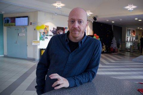 TAPER MYE:  - Det går inn på oss at vi taper millioner og står uten inntekter, sier kinosjef og kulturhusleder Øystein Simonsen.