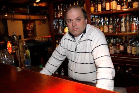 INNEHAVER: Jan Nordbø har i sine 28 år som direktør på Kløver Hotell i Sauda aldri opplevd utsikt til så mange tomme hotellrom i fellesferien.