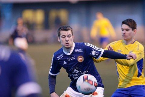 MISTER FLERE KAMPER: Det blir kun ett lokaloppgjør mellom Djerv 1919 og Åkra i 3. divisjon denne sesongen. Her er de to lagene representert ved Jakob Rasmussen (t.v.) og André Helland.