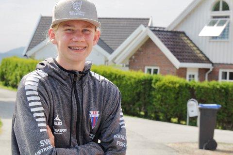 SVEIO 17 06 2020: Da skolene stengte på grunn av koronakrisen begynte 13 år gamle Ole Alexander Sveen Kallevik å bygge rastebord.