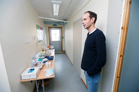 MANER TIL FORSIKTIGHET: Kommuneoverlege Jostein Helgeland i Haugesund kommune kommenterer situasjonen i Oslo-området.